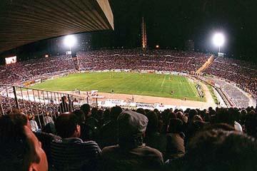 el estadio centenario de noche